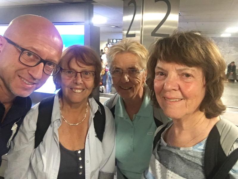 """Treffen mit drei """"Golden Girls"""" aus Neukölln am Budapester Flughafen"""