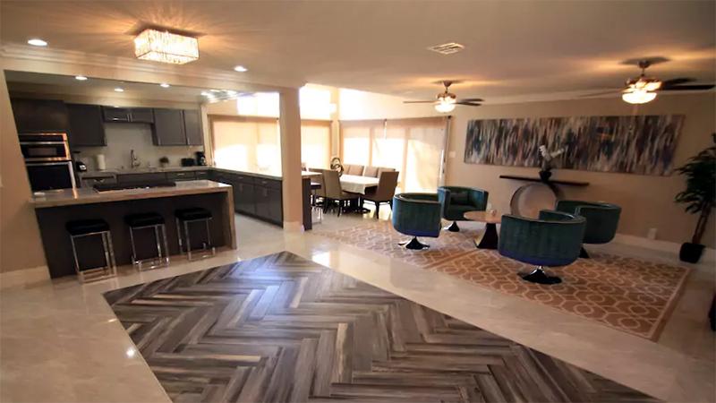 Unser Airbnb-Wohnzimmer mit genug Platz für einen TT-Tisch ;o)